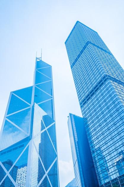 Edificio de rascacielos de negocios en la ciudad de hong kong Foto gratis
