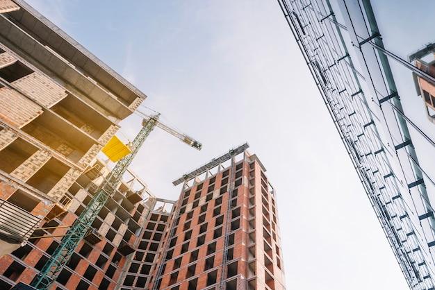 Edificios en el sitio de construcción Foto Premium