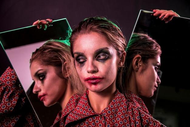 Efecto espejo múltiple de mujer mirando a otro lado Foto gratis
