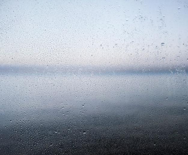 Efecto de lluvia sobre fondo de playa Foto gratis