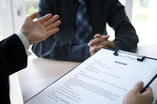 Los ejecutivos están entrevistando candidatos Foto Premium