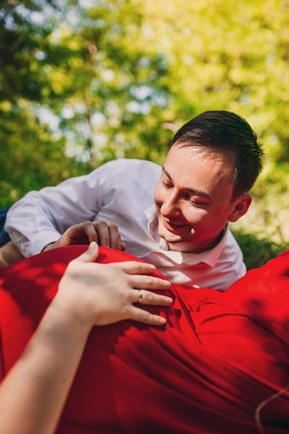 image Esposo esposa embarazada y la novia