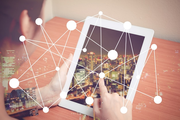 El mundo en una tablet Foto Gratis