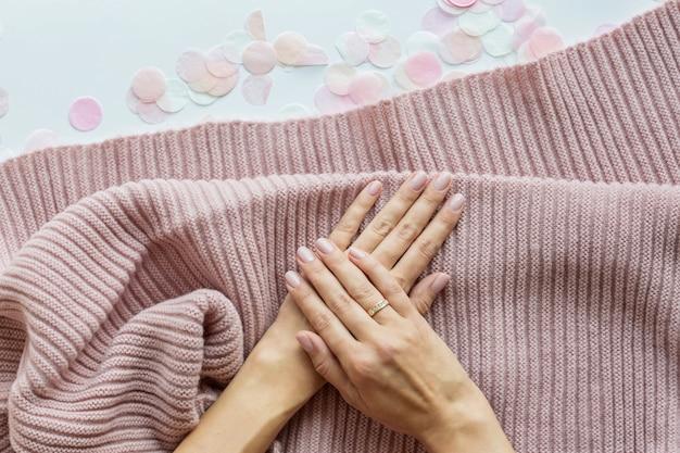 Elegante moda femenina manicura rosa Foto Premium