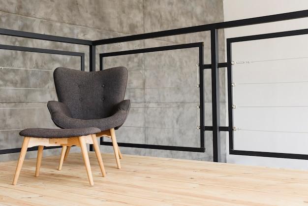 Elegante sillón moderno y taburete. Foto gratis