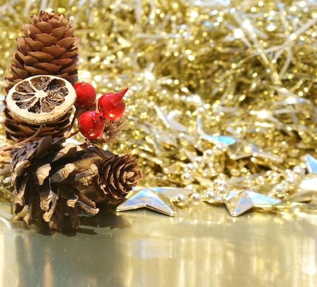 42b160191a570 Elegantes adornos dorados para navidad