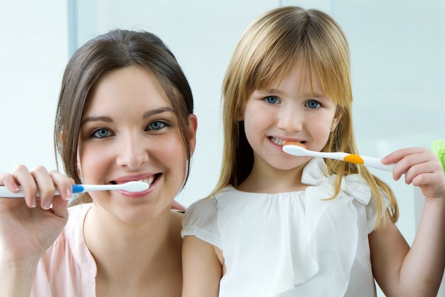 Elemental casa infancia mujer dental Foto gratis