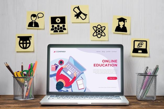 Elementos de aprendizaje electrónico y computadora portátil utilizada para las clases. Foto Premium