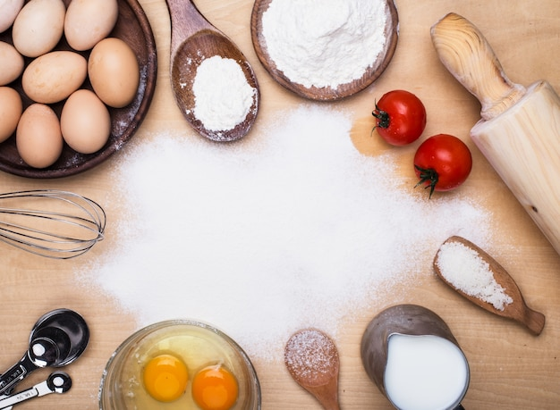 Elementos de cocinar en la cocina descargar fotos gratis for Elementos de cocina para chef