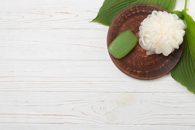 Elementos naturales de spa con jabón Foto gratis