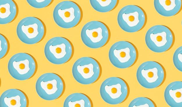 Elementos de patrón hechos con platos de huevo frito Foto gratis