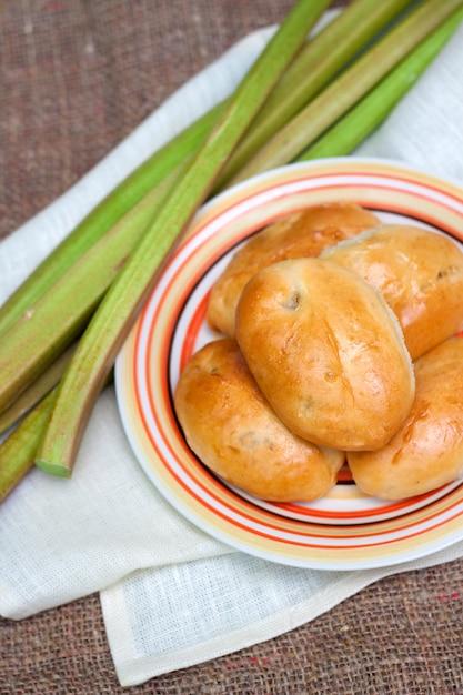 Empanadas dulces de ruibarbo Foto Premium
