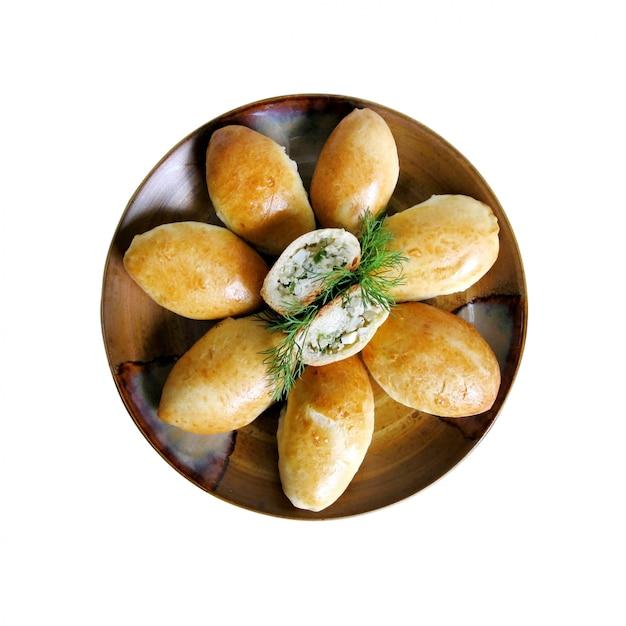 Empanadas rellenas de arroz, huevo cocido y eneldo Foto Premium