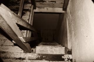 Resultado de imagen de foto gratis de una escalera de madera rota