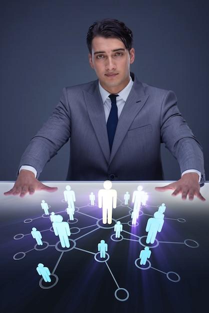 Empresario en concepto de redes sociales Foto Premium