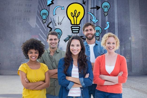 Empresarios creativos con bombillas dibujadas Foto gratis