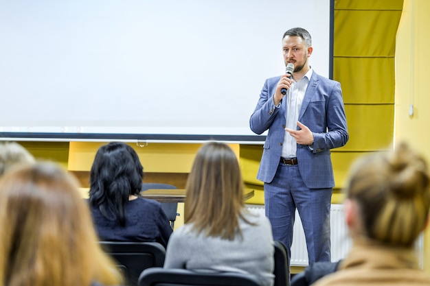 Empresarios seminario conferencia reunión oficina capacitación Foto Premium