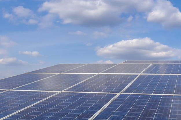 Energía solar de la granja para la energía eléctrica renovable del sol. Foto Premium