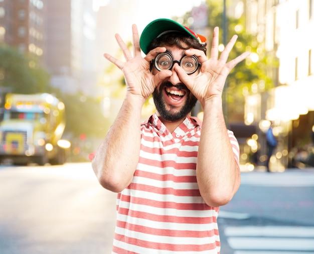 Engañar a hombre loco. la expresión feliz Foto gratis
