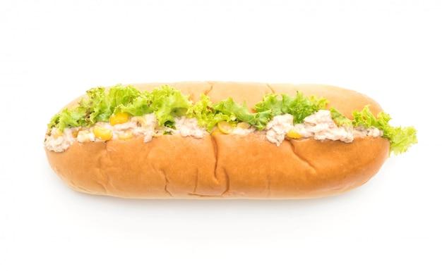 Ensalada de atún maíz hotdog Foto Premium