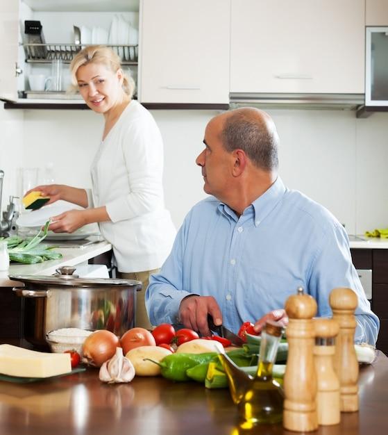 Ensalada de cocina familiar en casa descargar fotos gratis for Foto casa gratis