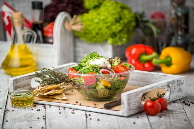 Ensalada mixta, verduras frescas Foto Premium