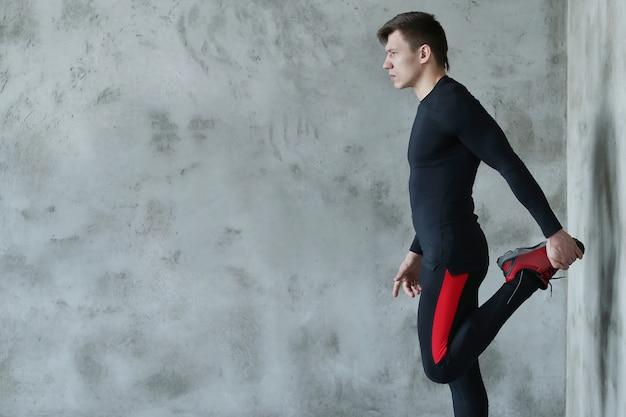 Entrenamiento de fitness hombre Foto gratis