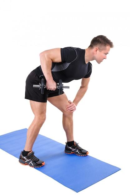 Entrenamiento con mancuernas de extensión de tríceps de pie Foto Premium