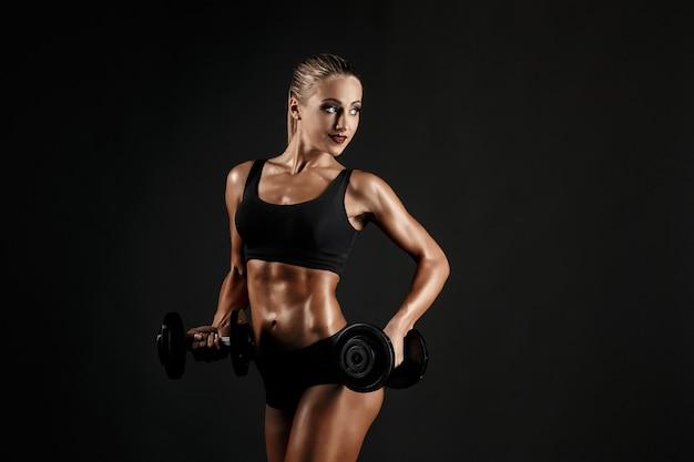 Entrenamiento de mujer sexual con pesas Foto Premium