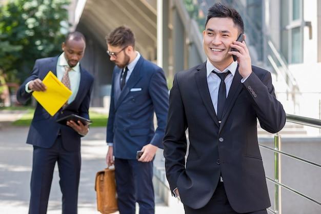 Equipo de negocios multiétnico Foto gratis