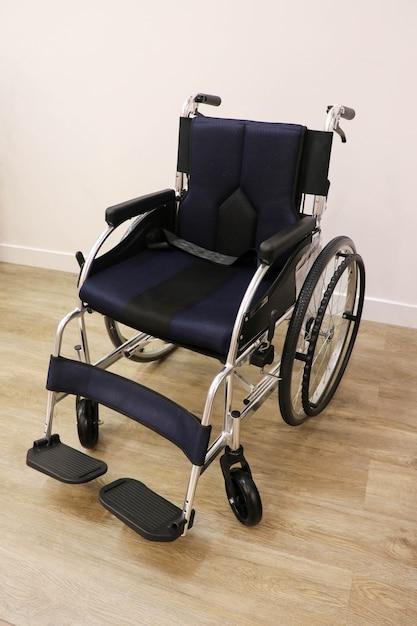 Equipo de silla de ruedas Foto Premium