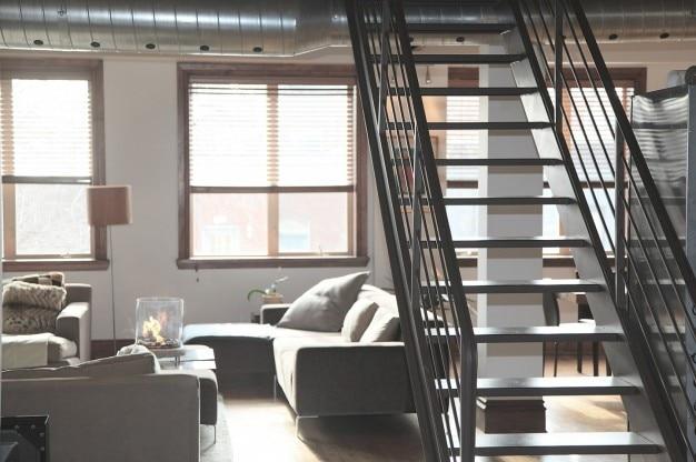 escaleras metlicas interiores foto gratis
