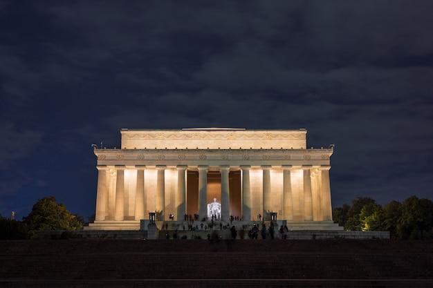 Escena de abraham lincoln memorial en el momento del crepúsculo, washington dc, estados unidos Foto Premium