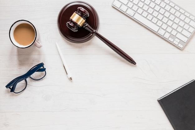 Escritorio de abogado Foto Premium