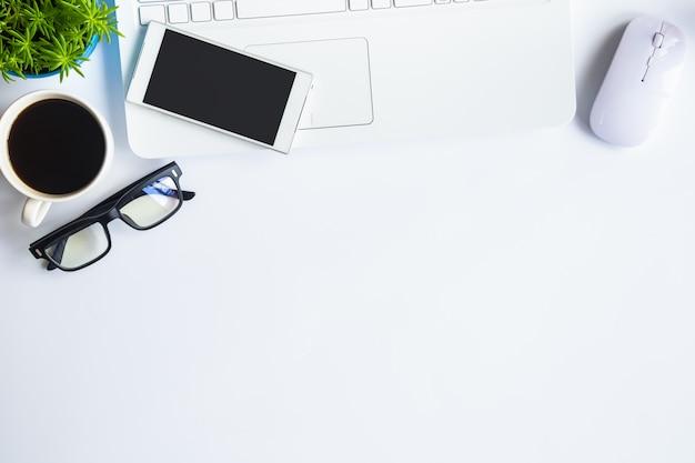 Escritorio blanco Foto Premium