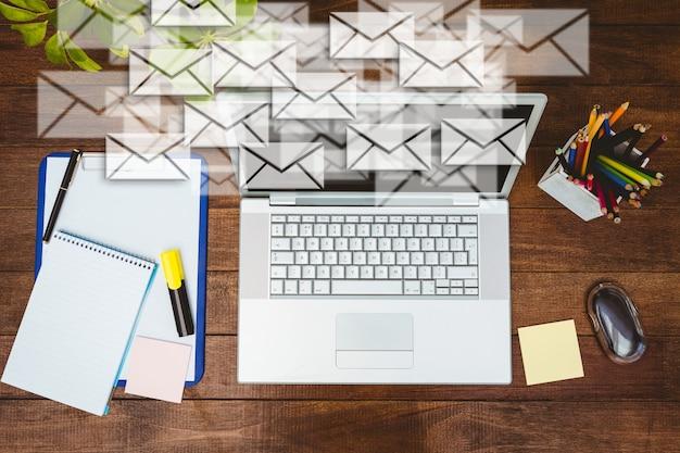 Escritorio de trabajo con sobres y port til descargar - Escritorio de trabajo ...