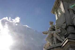Escultura en el cielo Foto gratis