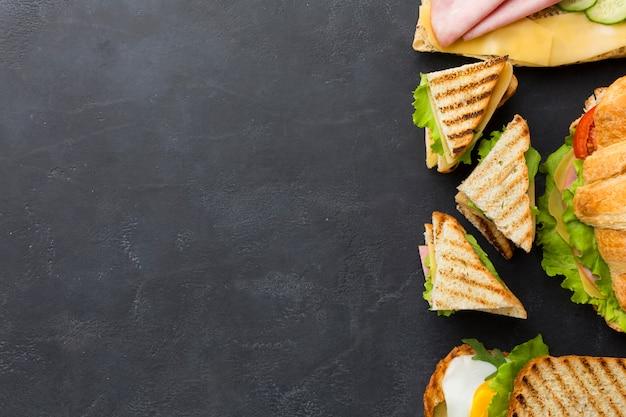 Espacio de copia de arreglo de sándwiches club Foto gratis