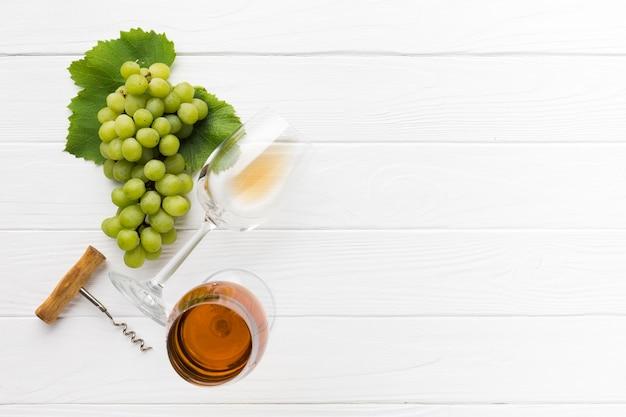 Espacio de copia de vino blanco vista superior Foto gratis