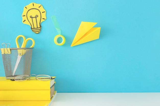 Espacio de trabajo azul para creatividad y nuevas ideas Foto gratis