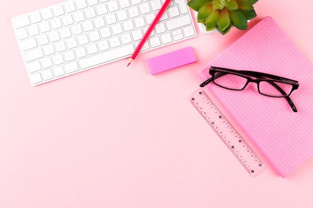 Espacio de trabajo de estudiante o freelance Foto Premium
