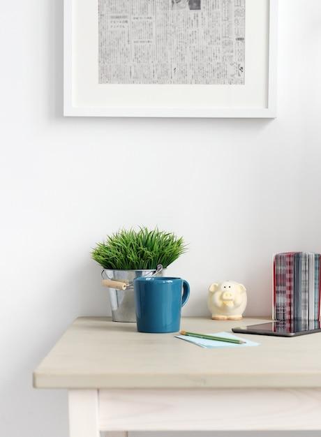 Espacio de trabajo. objetos sobre la mesa Foto gratis