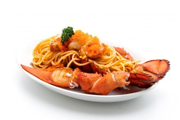 Espagueti de langosta con huevo de camarón Foto Premium