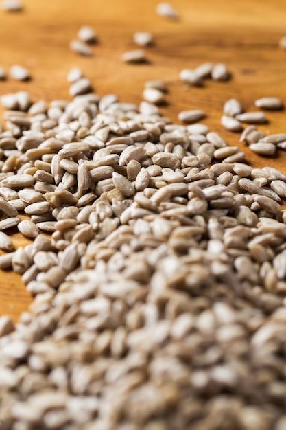 Especias montón de semillas sobre la mesa Foto gratis