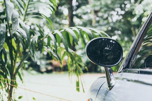 Espejo retrovisor lateral en auto clásico vintage Foto Premium