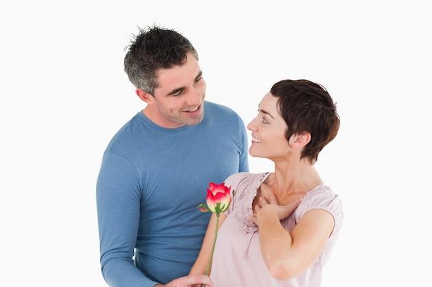 Ofreciendo a su esposa