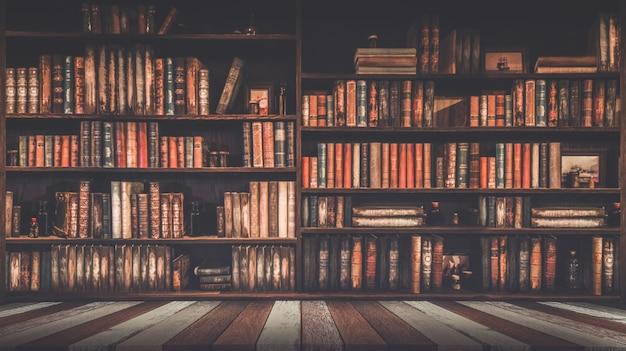 Estantería borrosa muchos libros antiguos en una librería o biblioteca Foto Premium