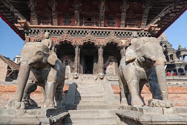 Estatua de piedra del elefante Foto Premium