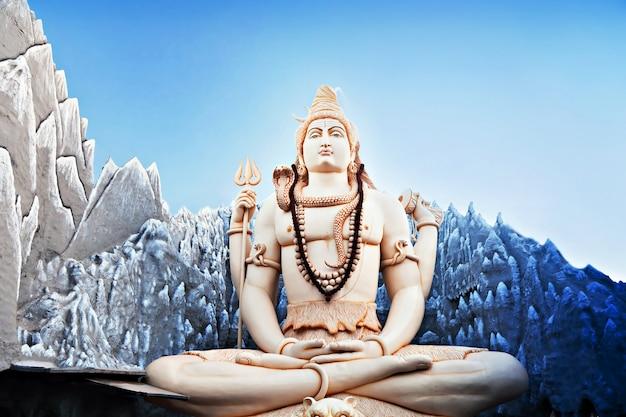 Estatua de señor shiva Foto Premium