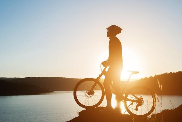 estilo de vida ciclista adolescente joven de la aptitud Foto Gratis